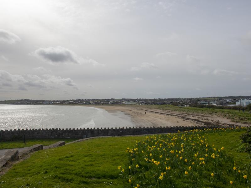 Dublin to Skerries - 5 ways to travel via train, bus, taxi, car, and